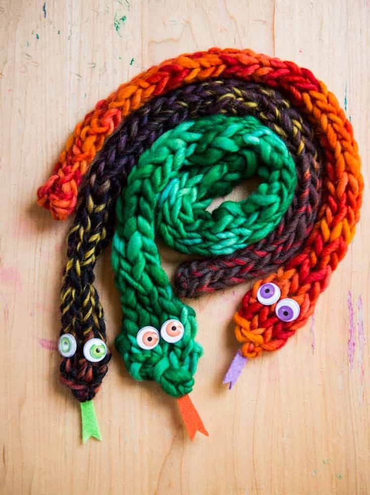 Finger knit snakes