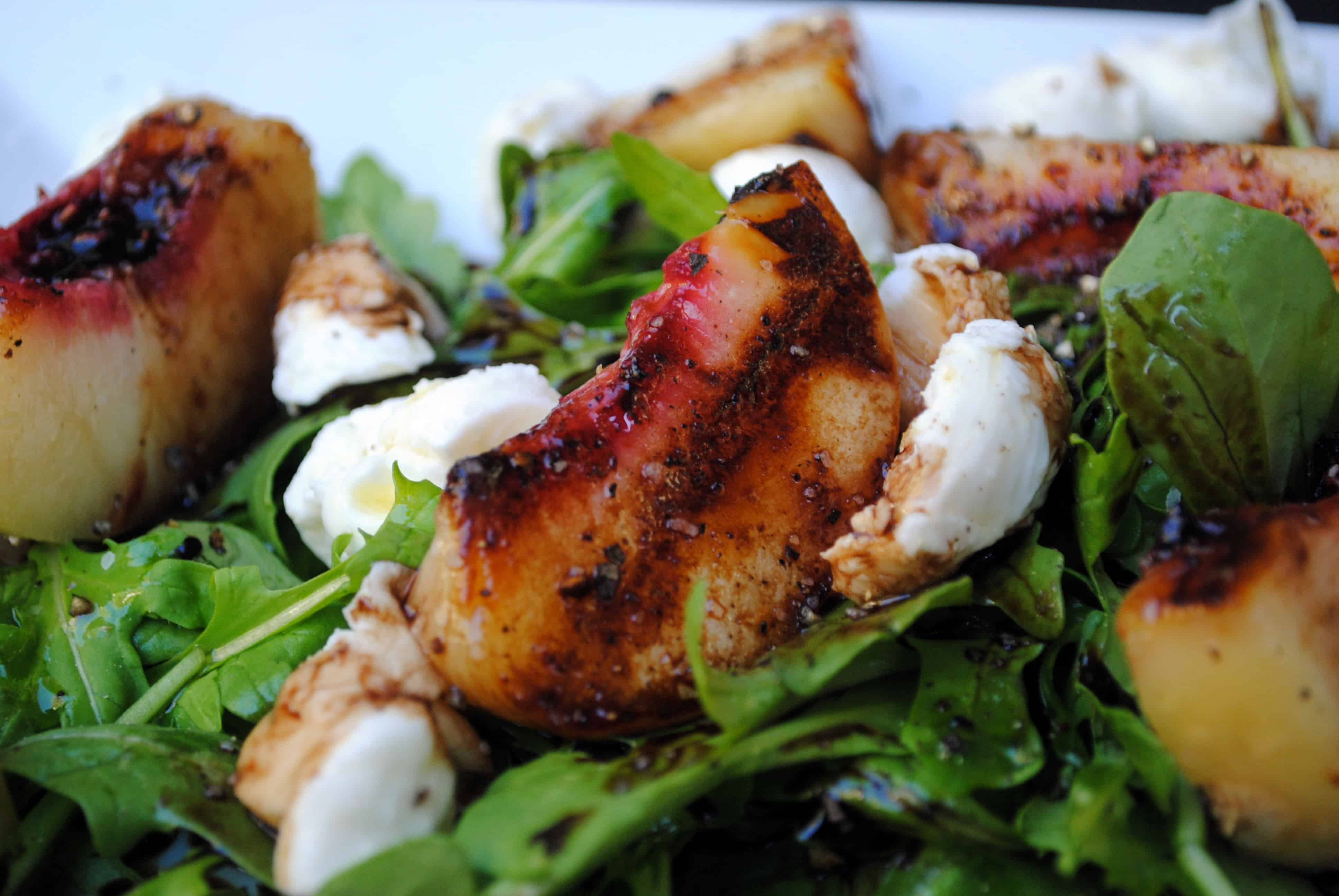 Grilled peach and mozarella salad
