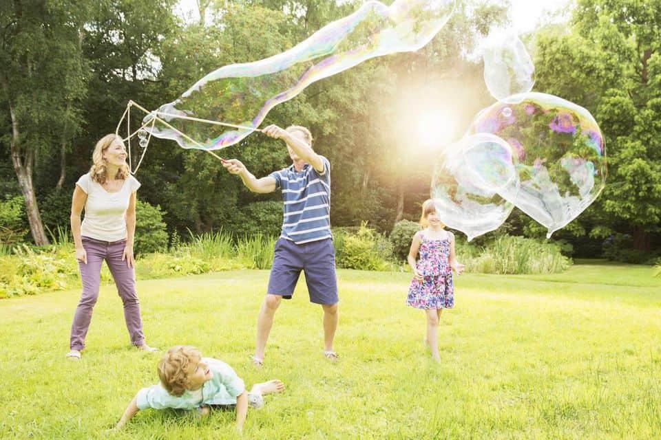 Make jumbo bubbles