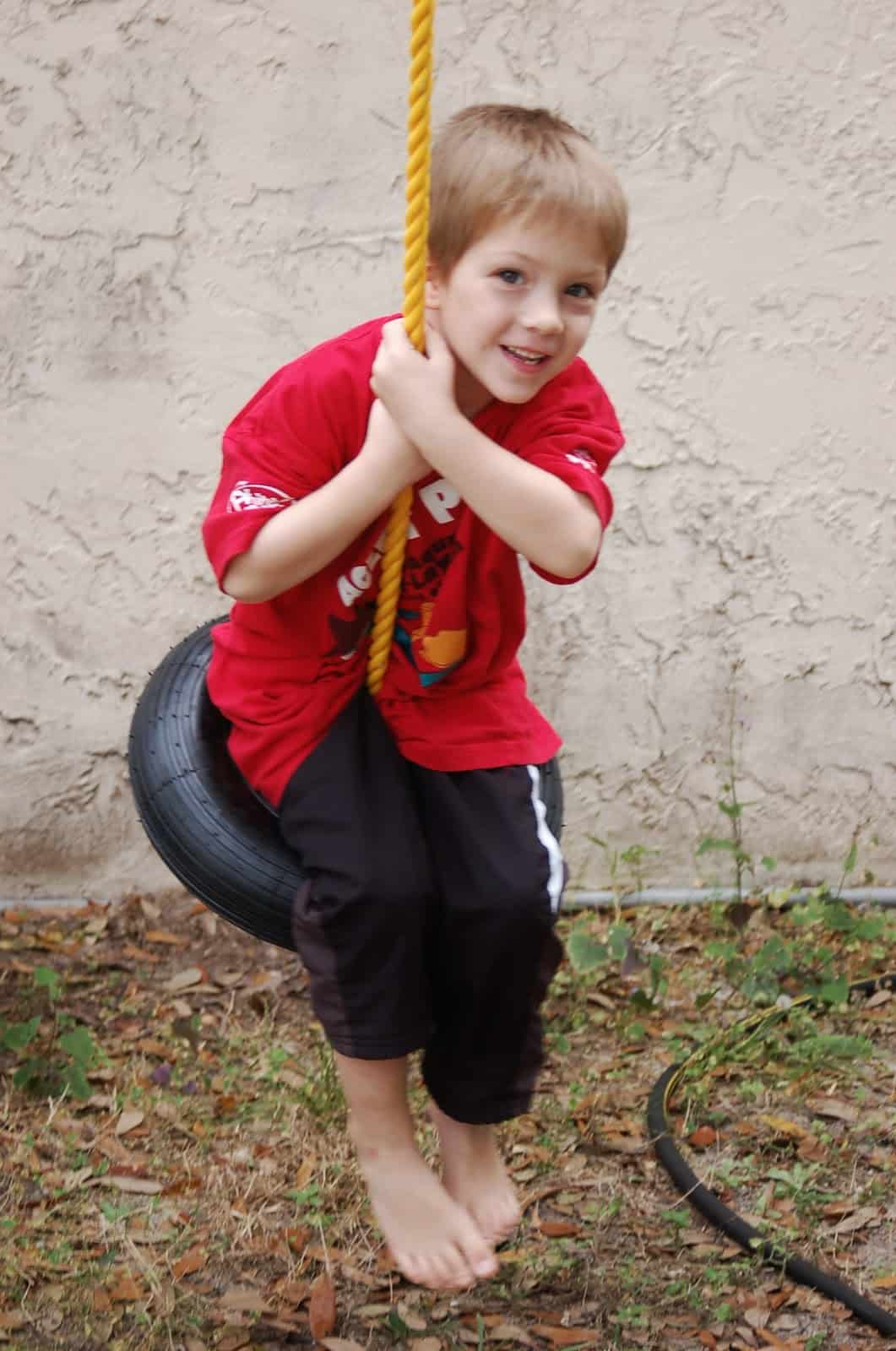 Small kids' tire seat swing