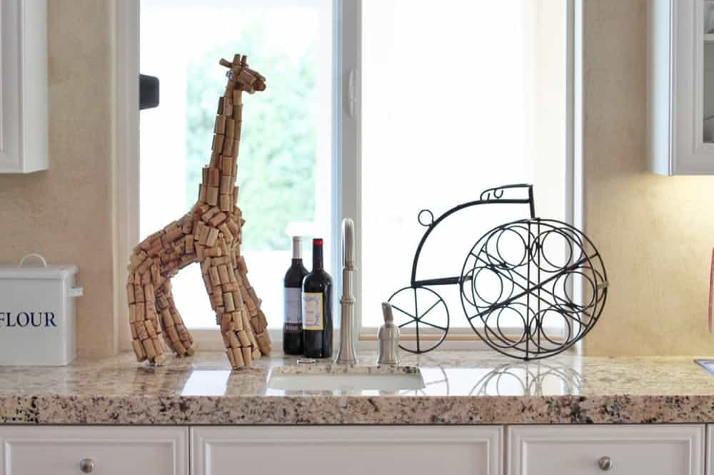 Wine cork giraffe sculpture diy