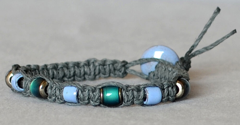 Flat and beaded bracelet with a button closure