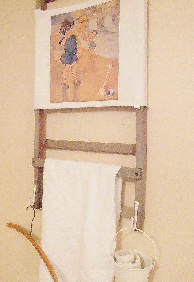 Vintage beach chair to towel hanger