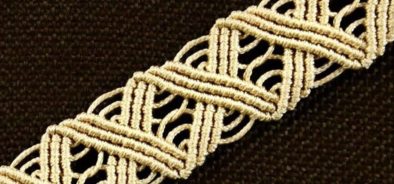 Wavy macrame zigzag bracelet
