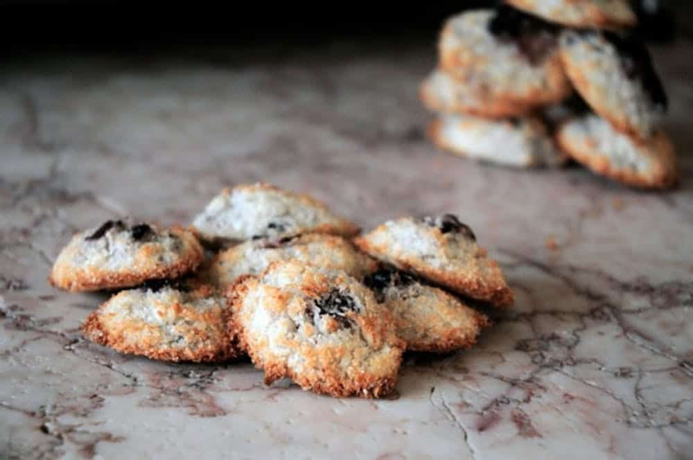 Blueberry coconut macarons