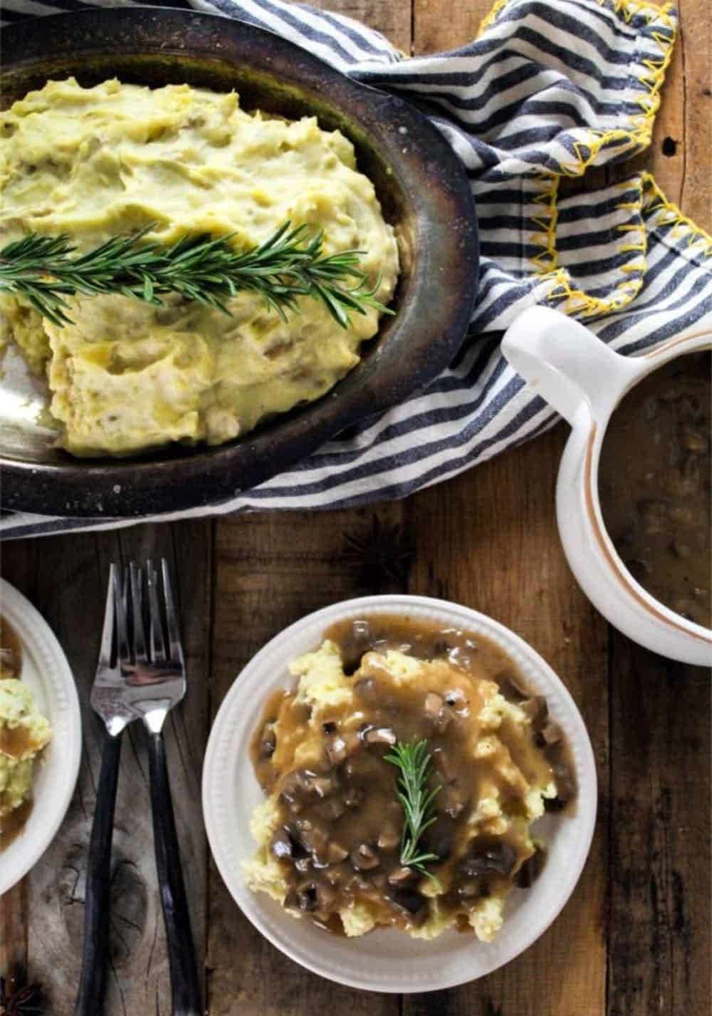 Vegan mashed potatoes & gravy