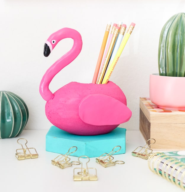 Diy flamingo pencil holder