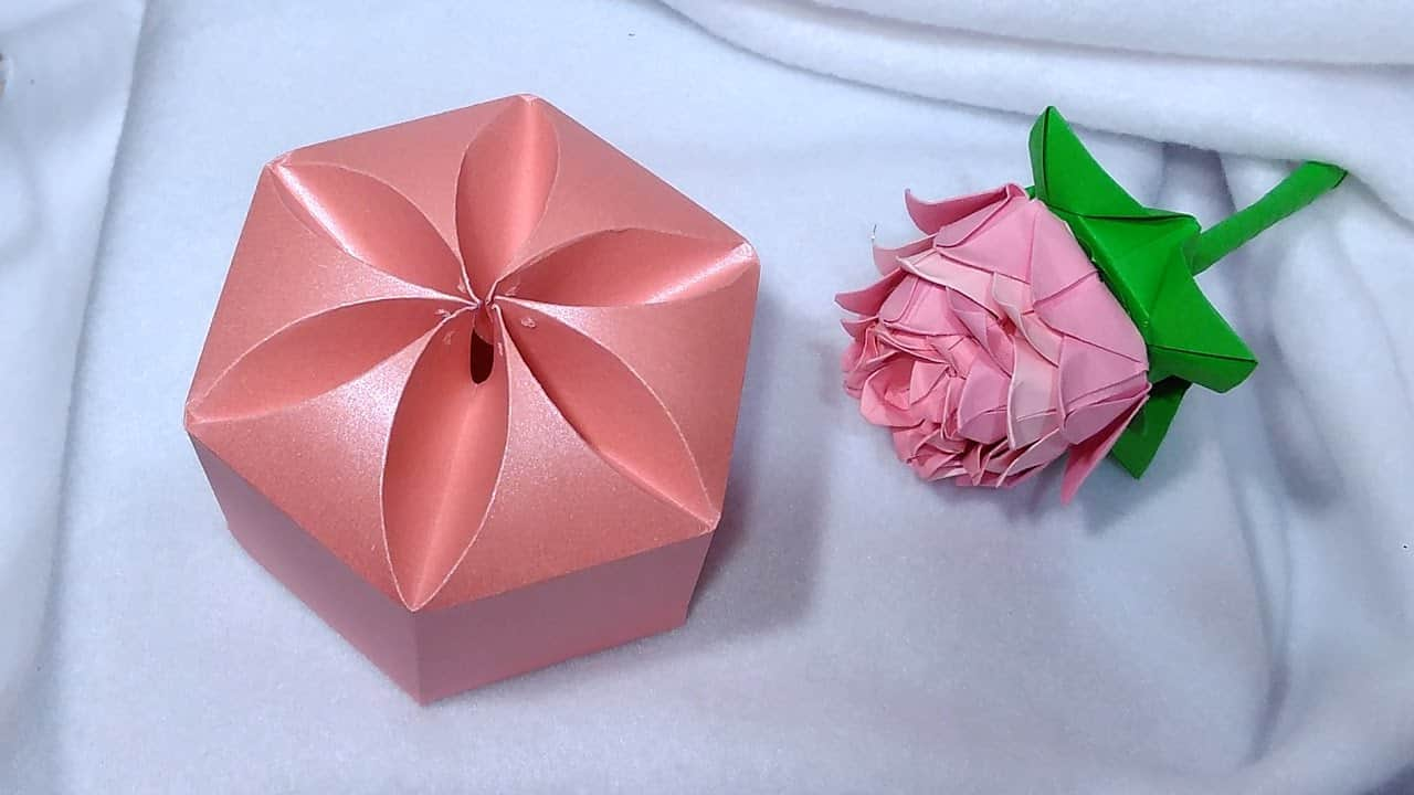 Flower inspired folding box