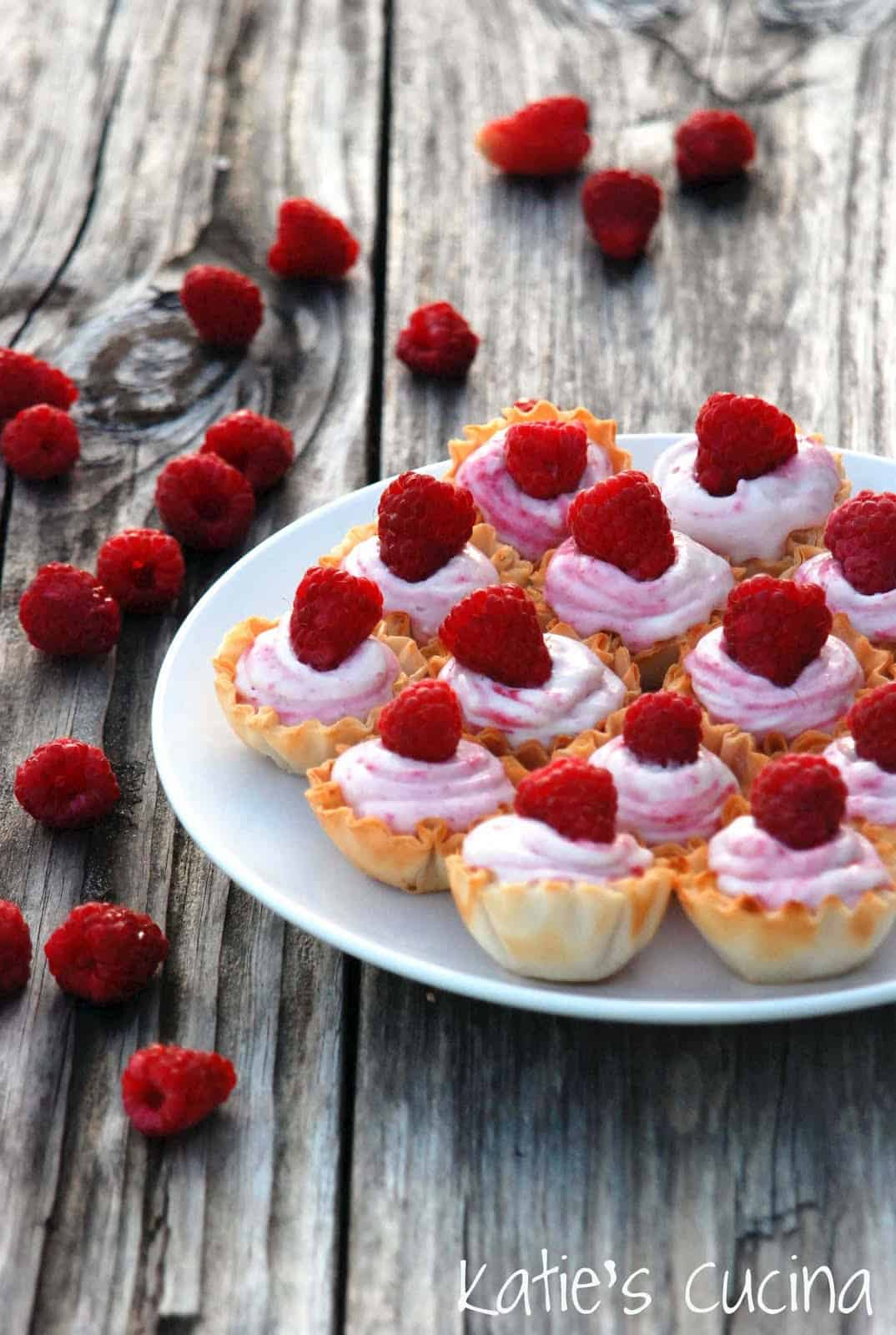 White chocolate raspberry mousse cups