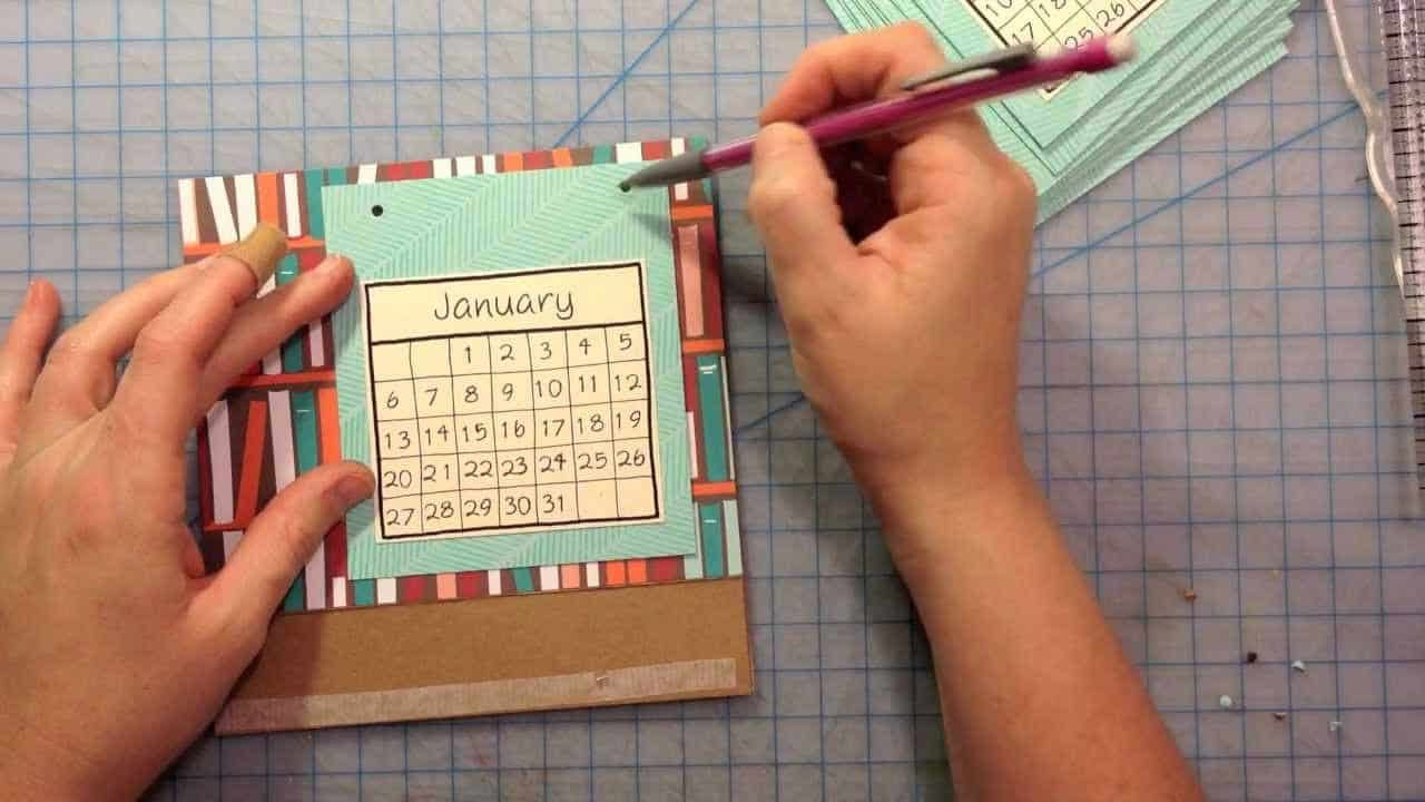 Diy miniature desktop calendar