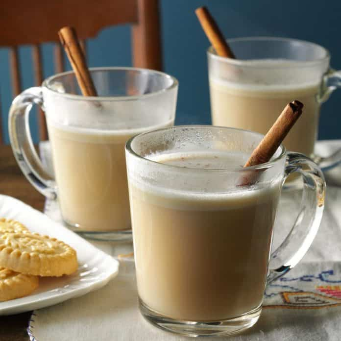 Hot almond n' cream drink