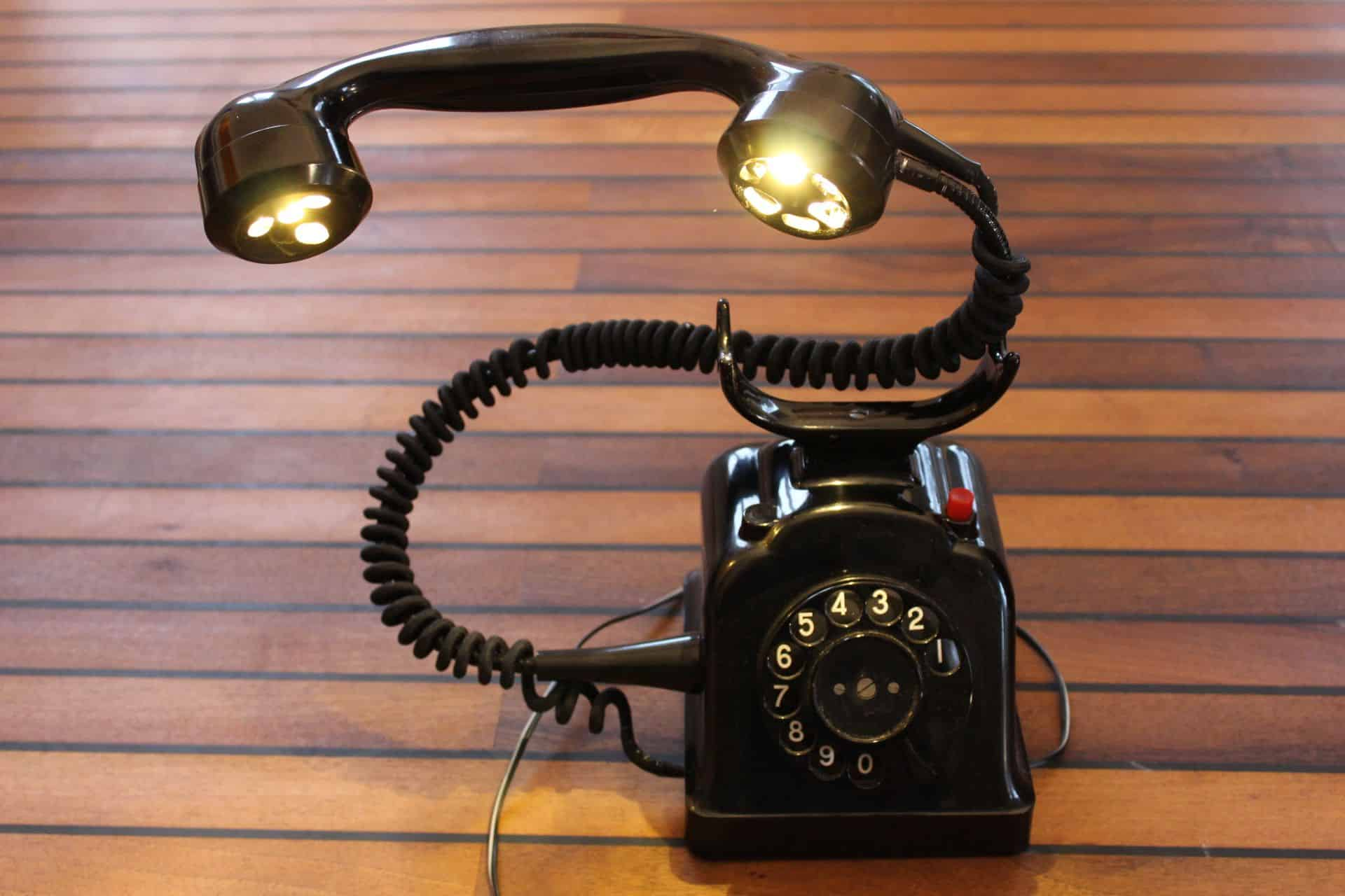 Rotary phone turned desk lamp