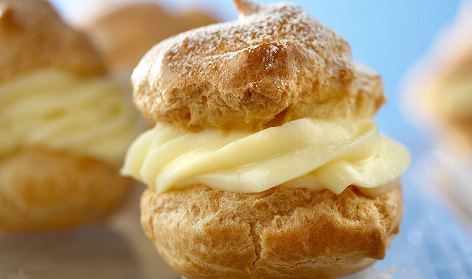 Vanilla pastry cream puffs