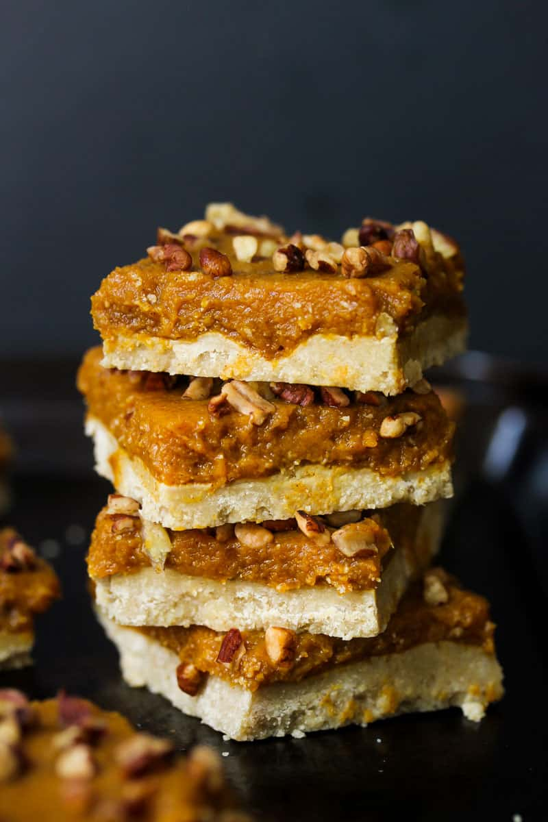 Raw pumpkin pie bars vegan