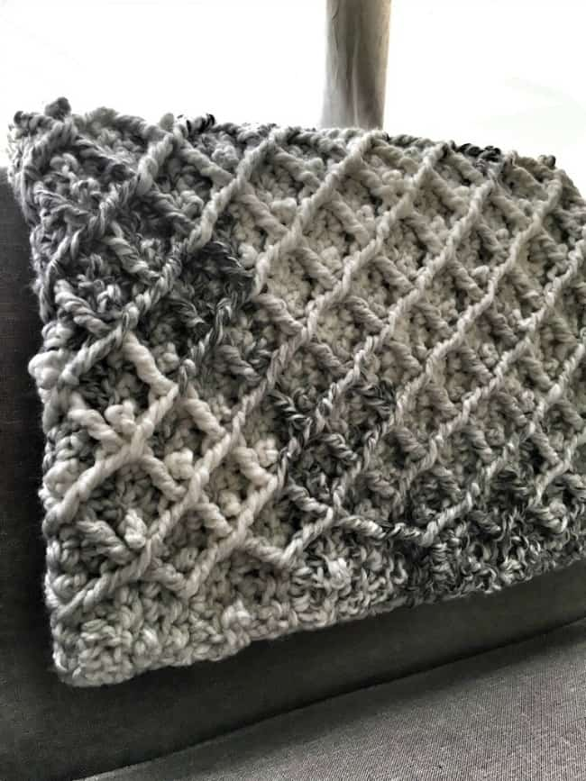 Nail diamond cable blanket