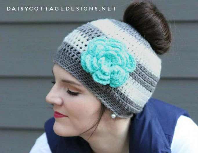 Ponytail hat with a flower