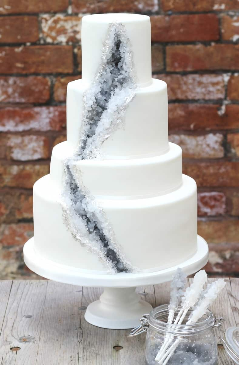 Reaalistic geode stacked wedding cake