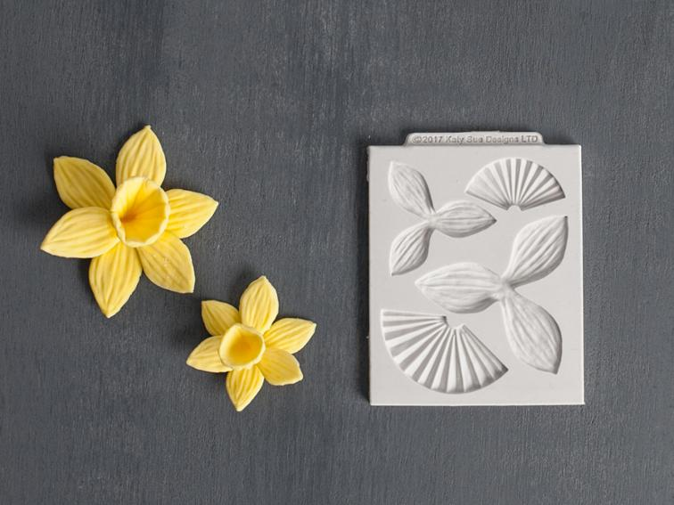 Diy gum paste daffodils