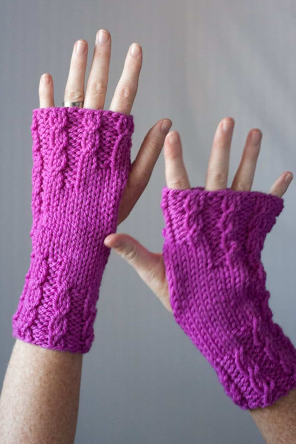 Wrist warmer knitting pattern