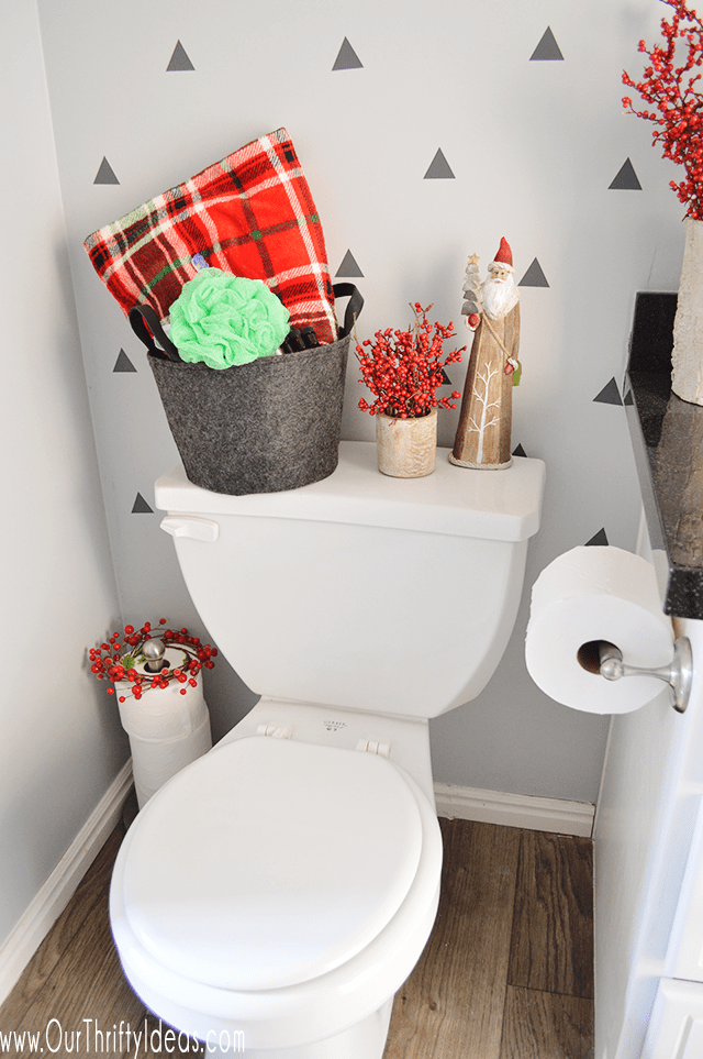 Chirstmas decor in the bathroom
