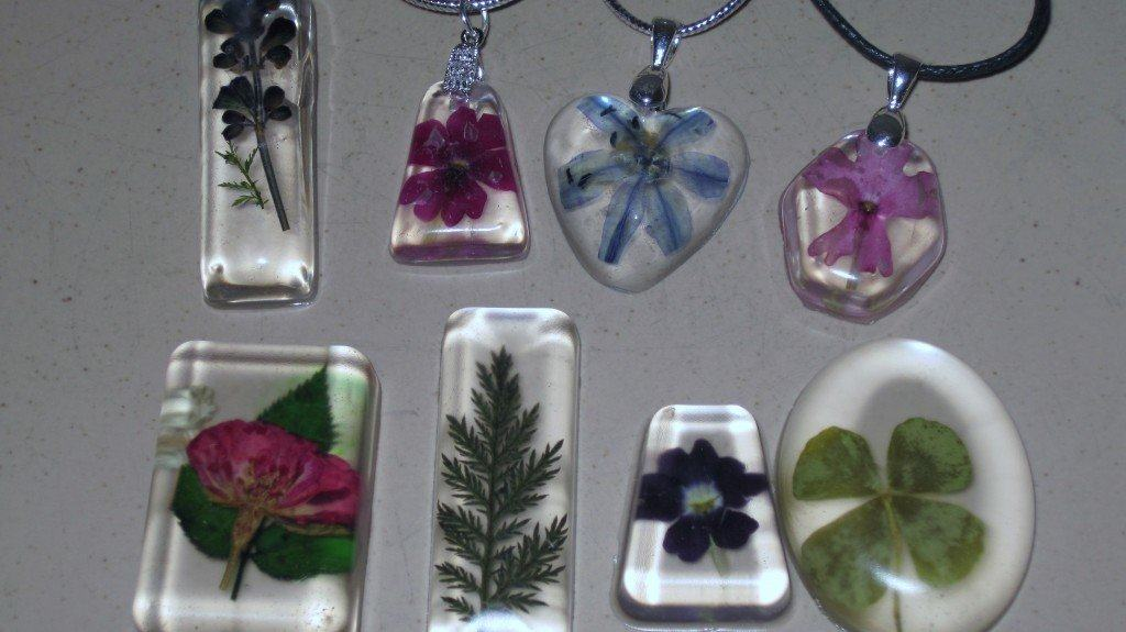 Dried flower and resin necklace pendants