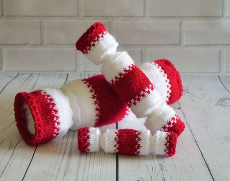 Knitted christmas crackers