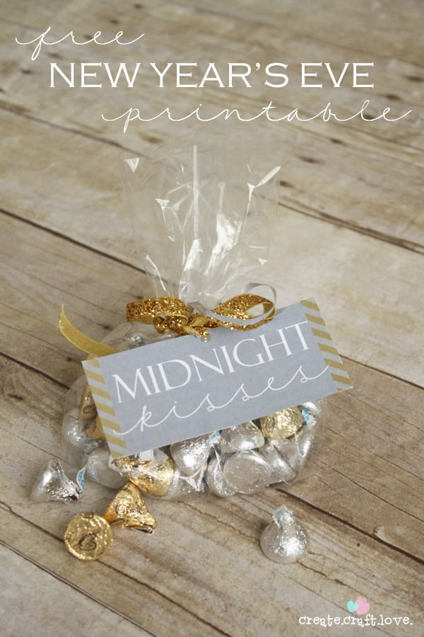 Midnight kisses nye party favour