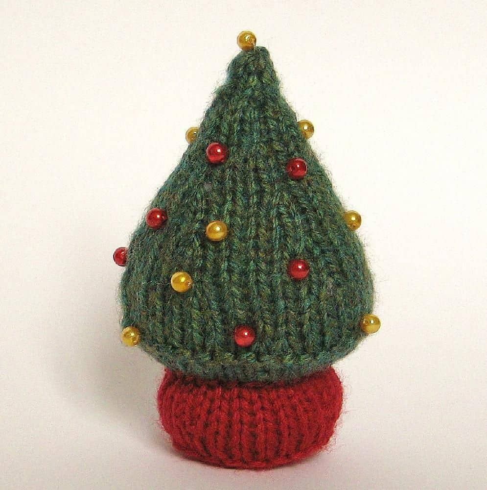 Miniature beaded christmas tree