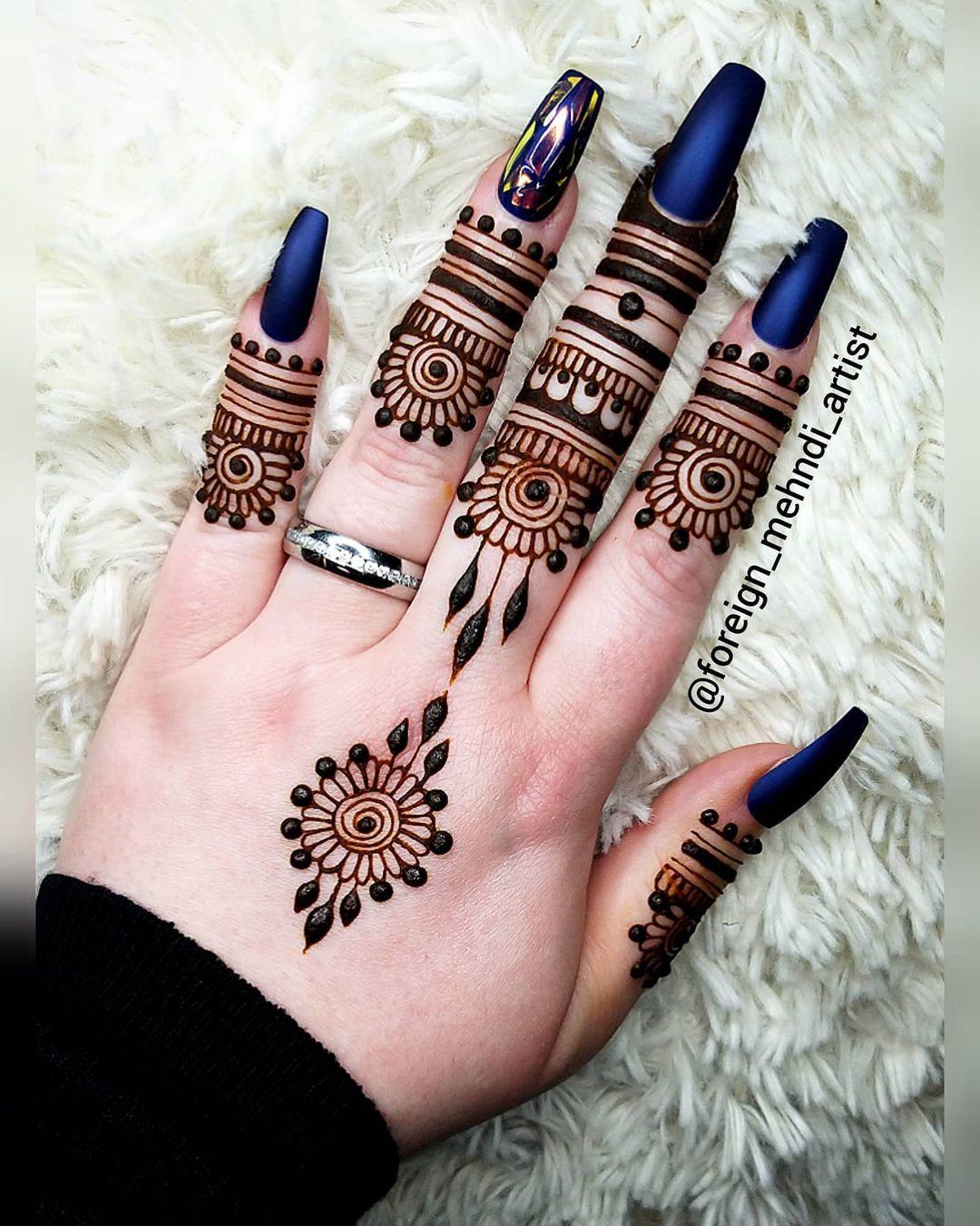 Minimal Henna Hand Tattoo Design