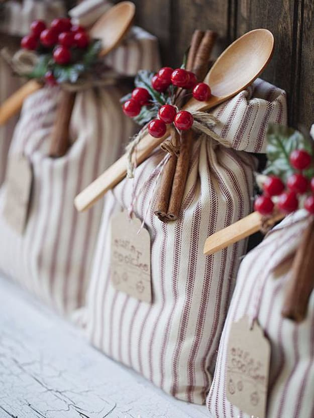 Christmas Gifts For Coworkers.Simple Christmas Gift Ideas For Coworkers