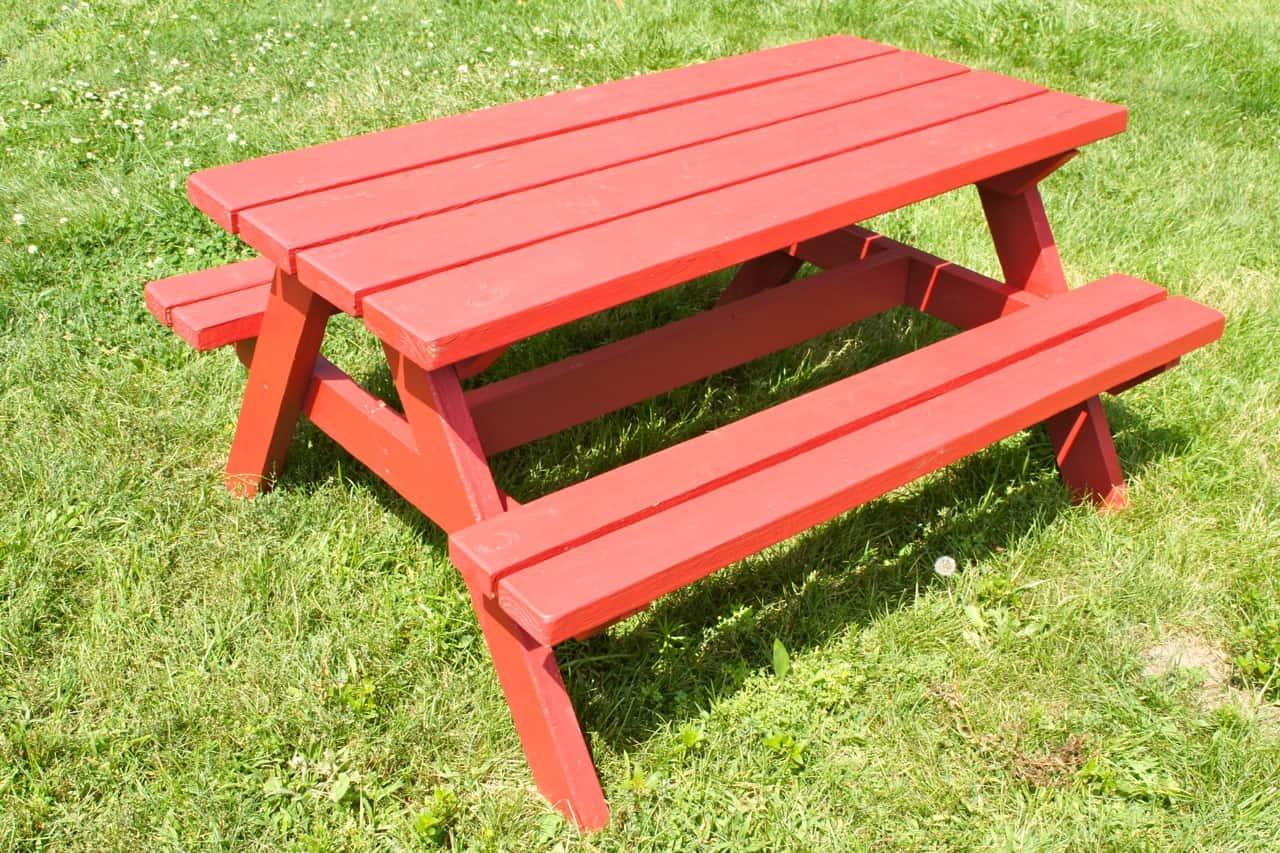 Diy children's picnic table