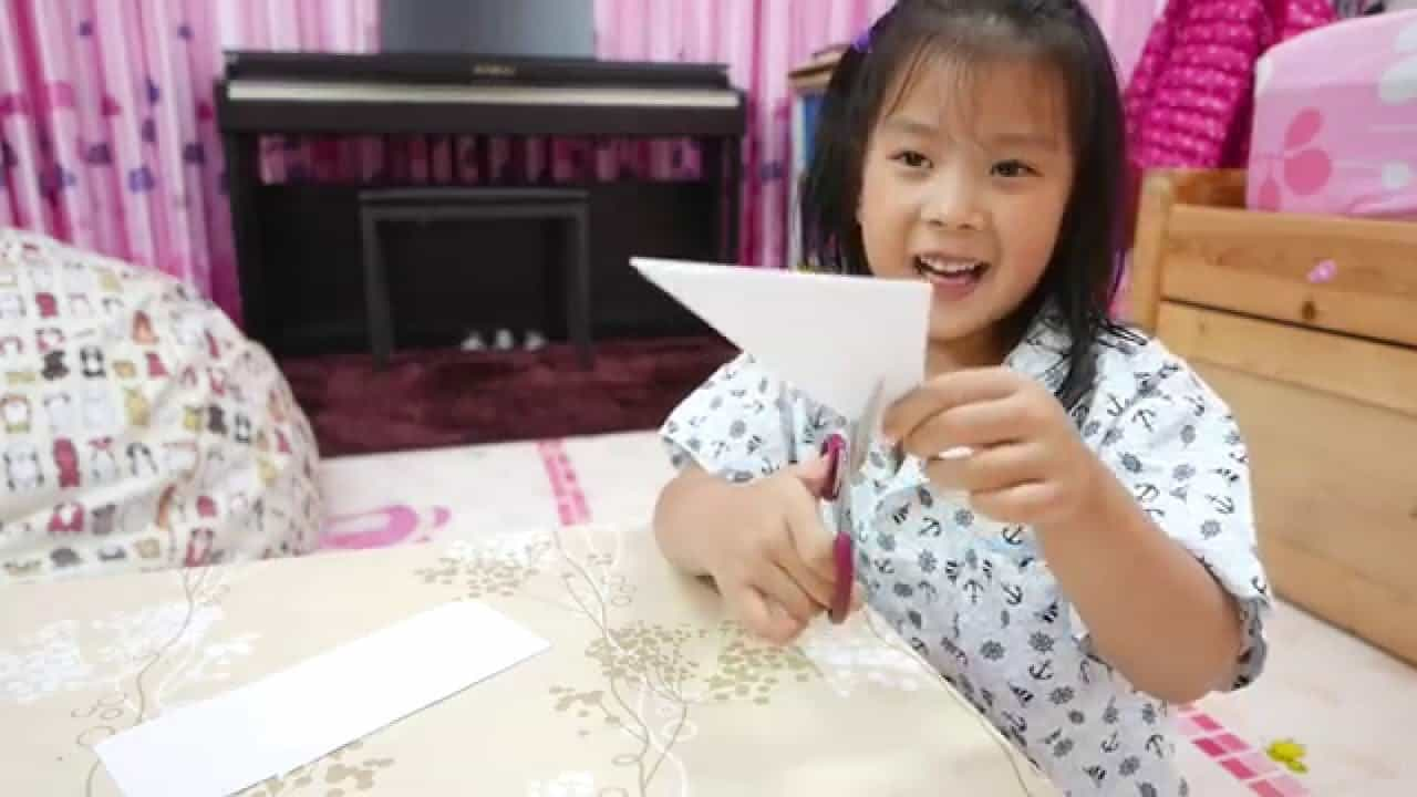Easy cut out paper snowflakes