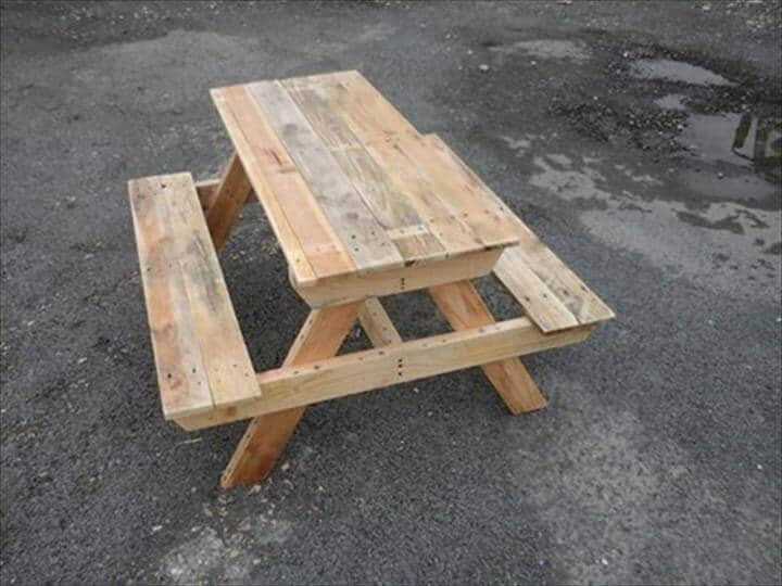 Foldable pallet picnic table