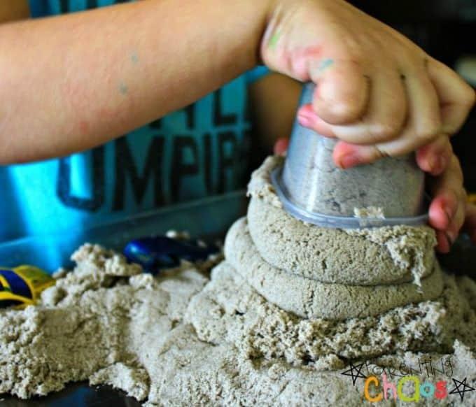 Naturally coloured diy kinetic sand
