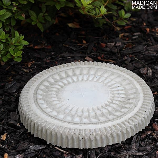 Plastic lid print stepping stones