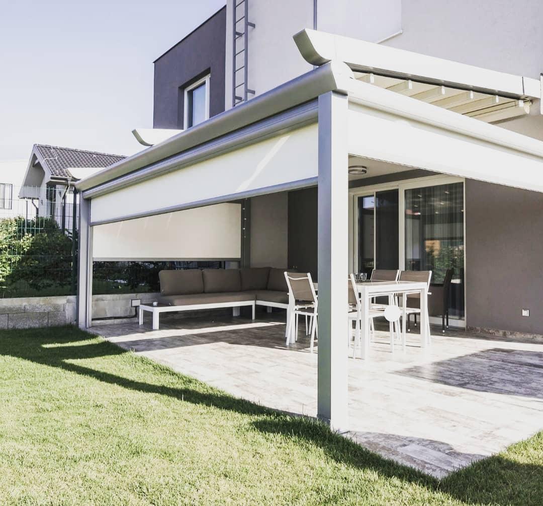 Retractable roof pergola