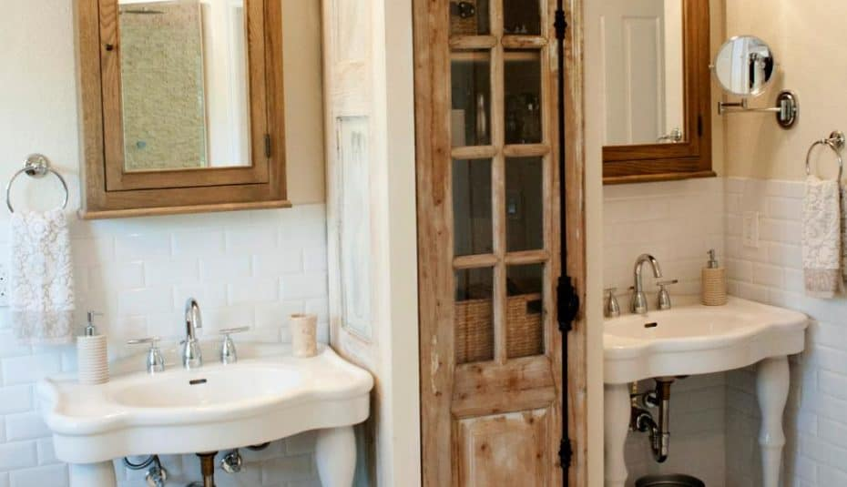Rustic bathroom cupboard between standing sinks