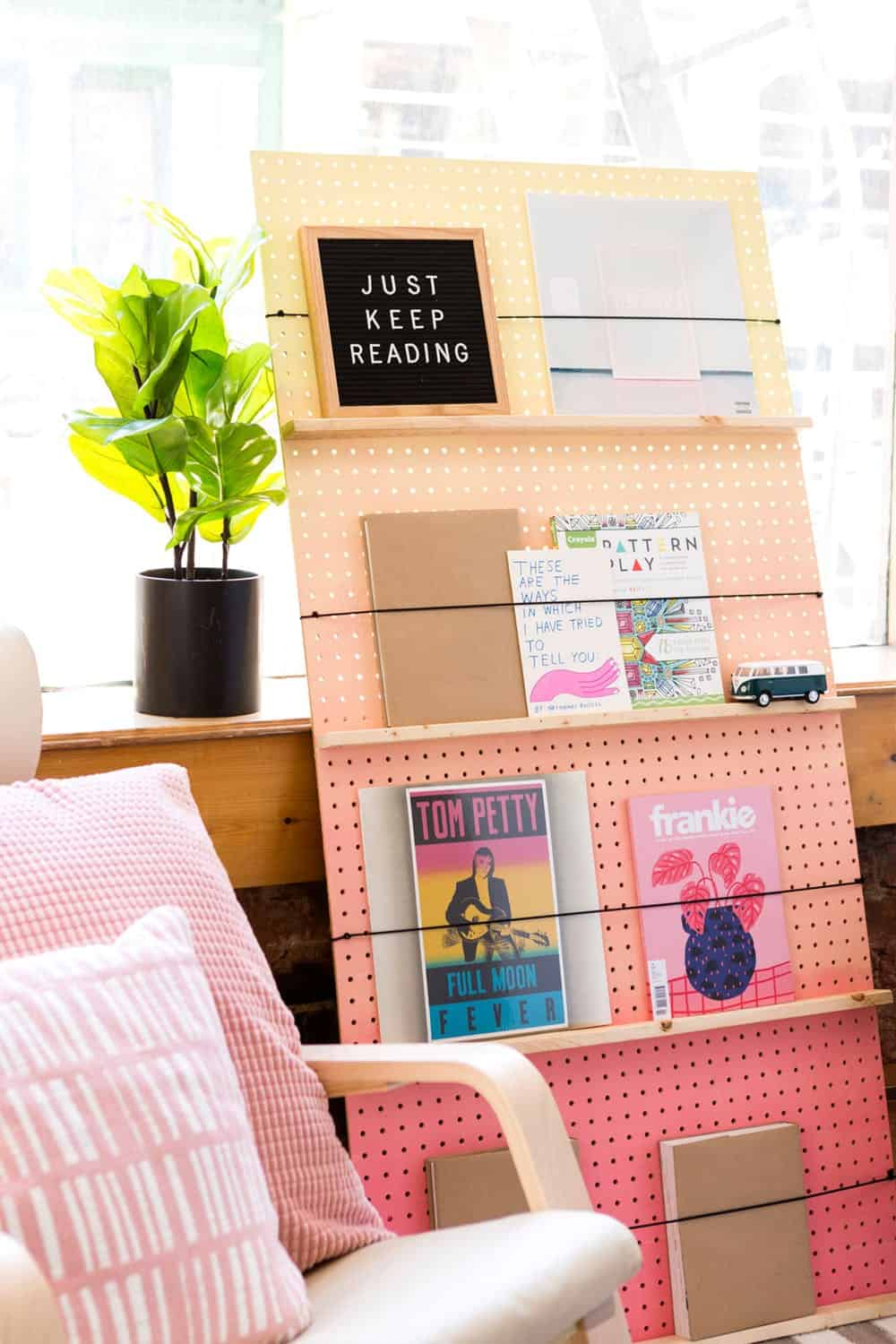 Diy ombre bookshelf