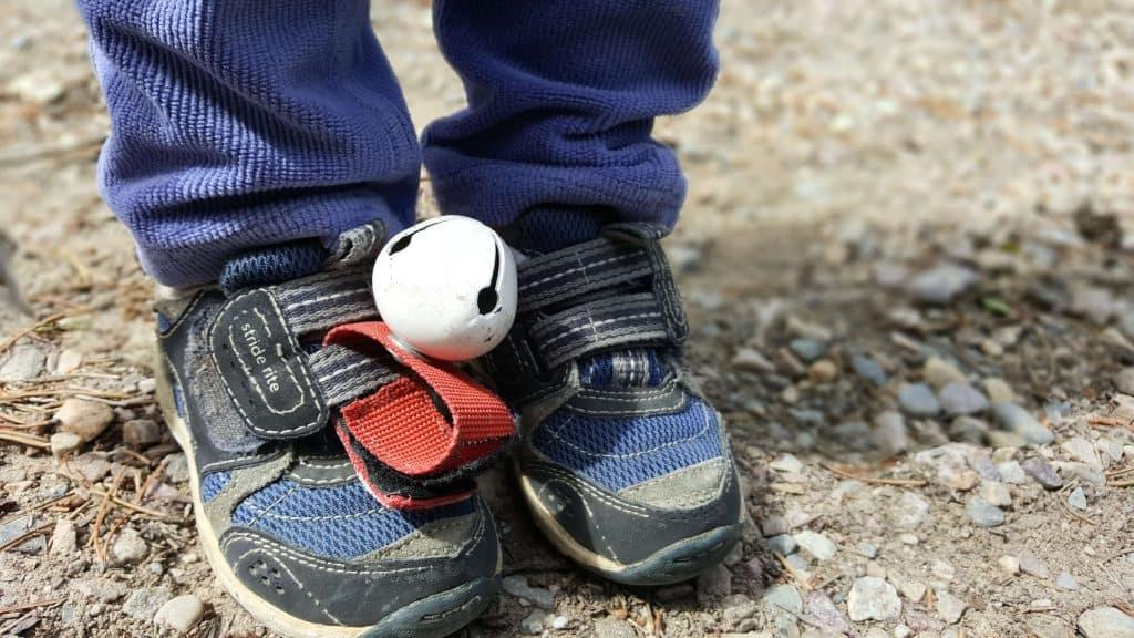 روی کفش های کودک نو پا زنگ بزنید