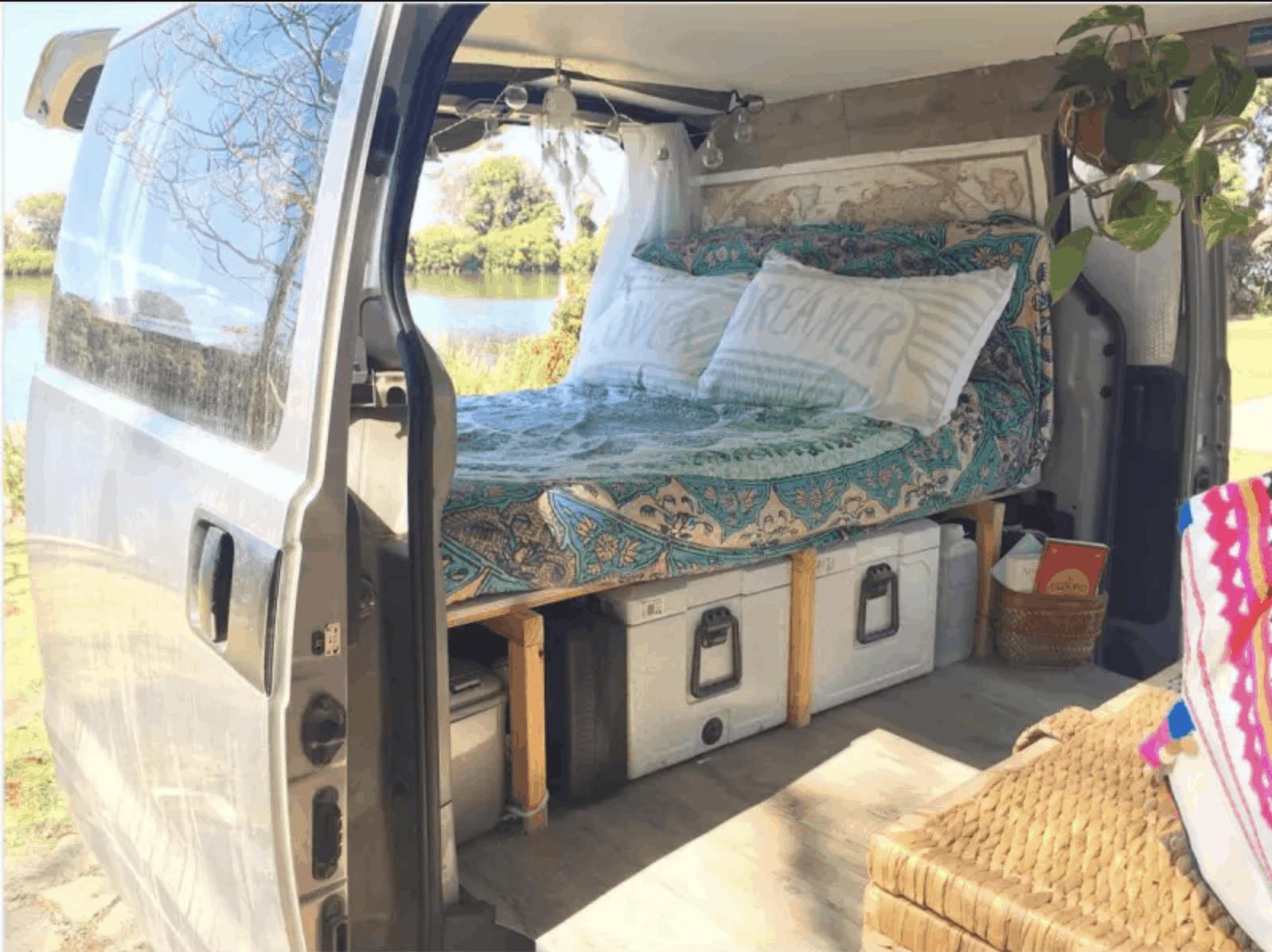 تخت صندوق عقب برای کمپینگ ماشین