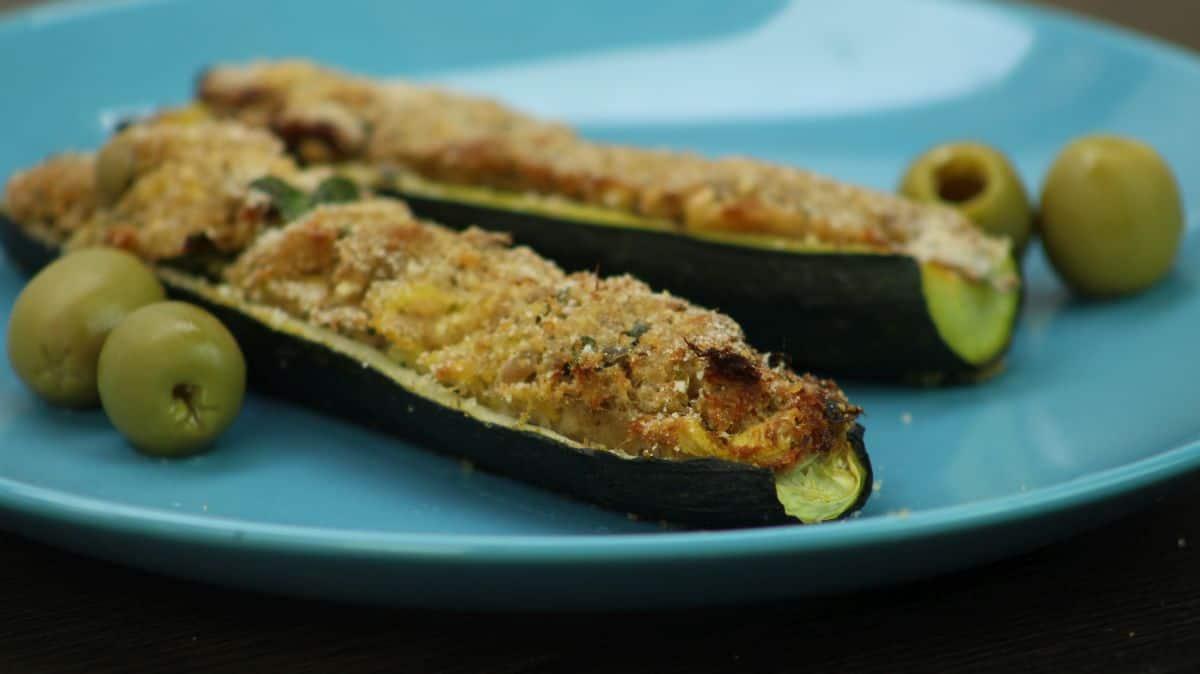 Delicious zucchini stuffed with tuna