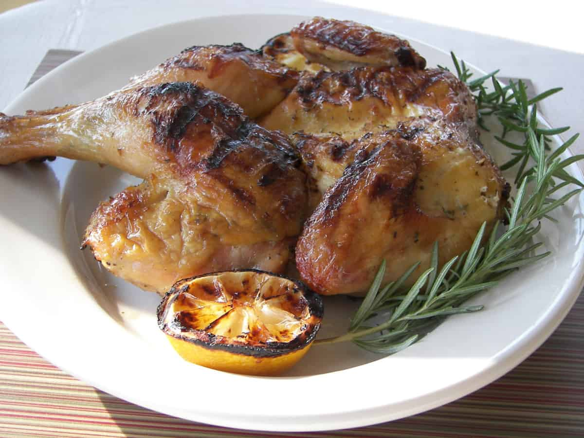 Grilled chicke with lemon and rosemary