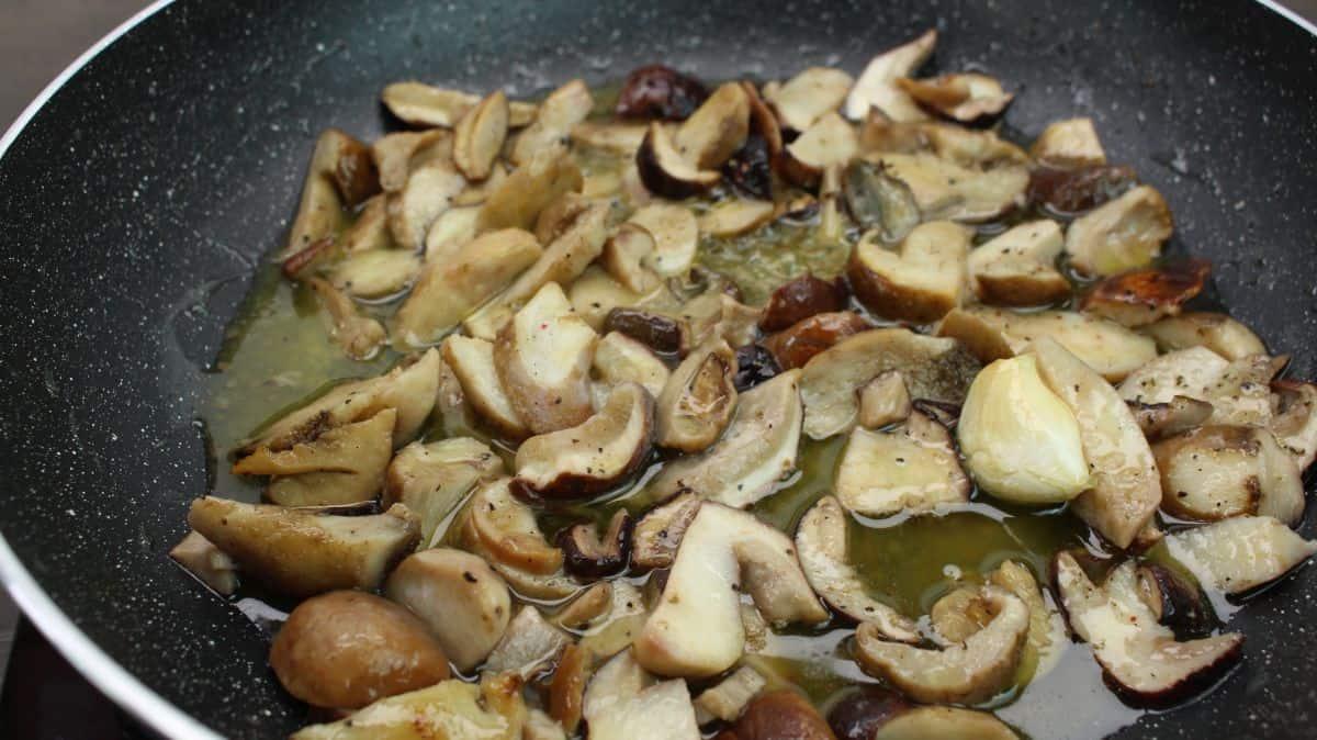Tagliatelle with porcini mushrooms recipe