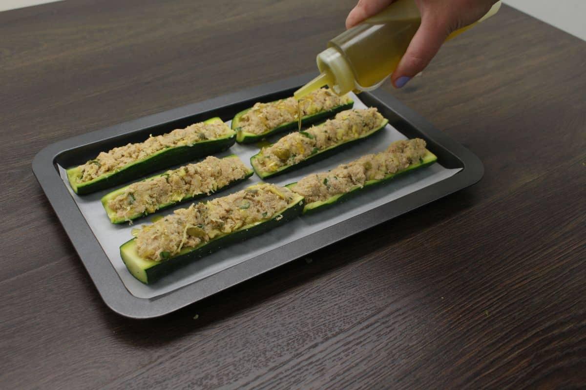 Zucchini stuffed with tuna add oil