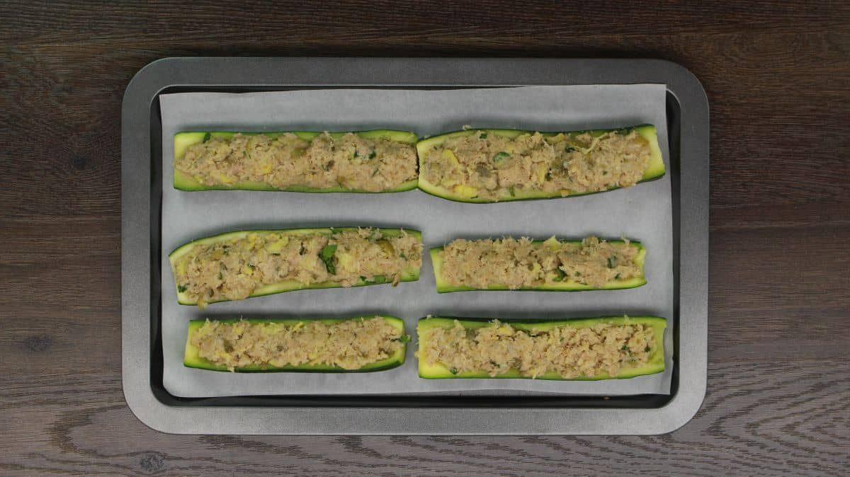 Zucchini stuffed with tuna oven ready