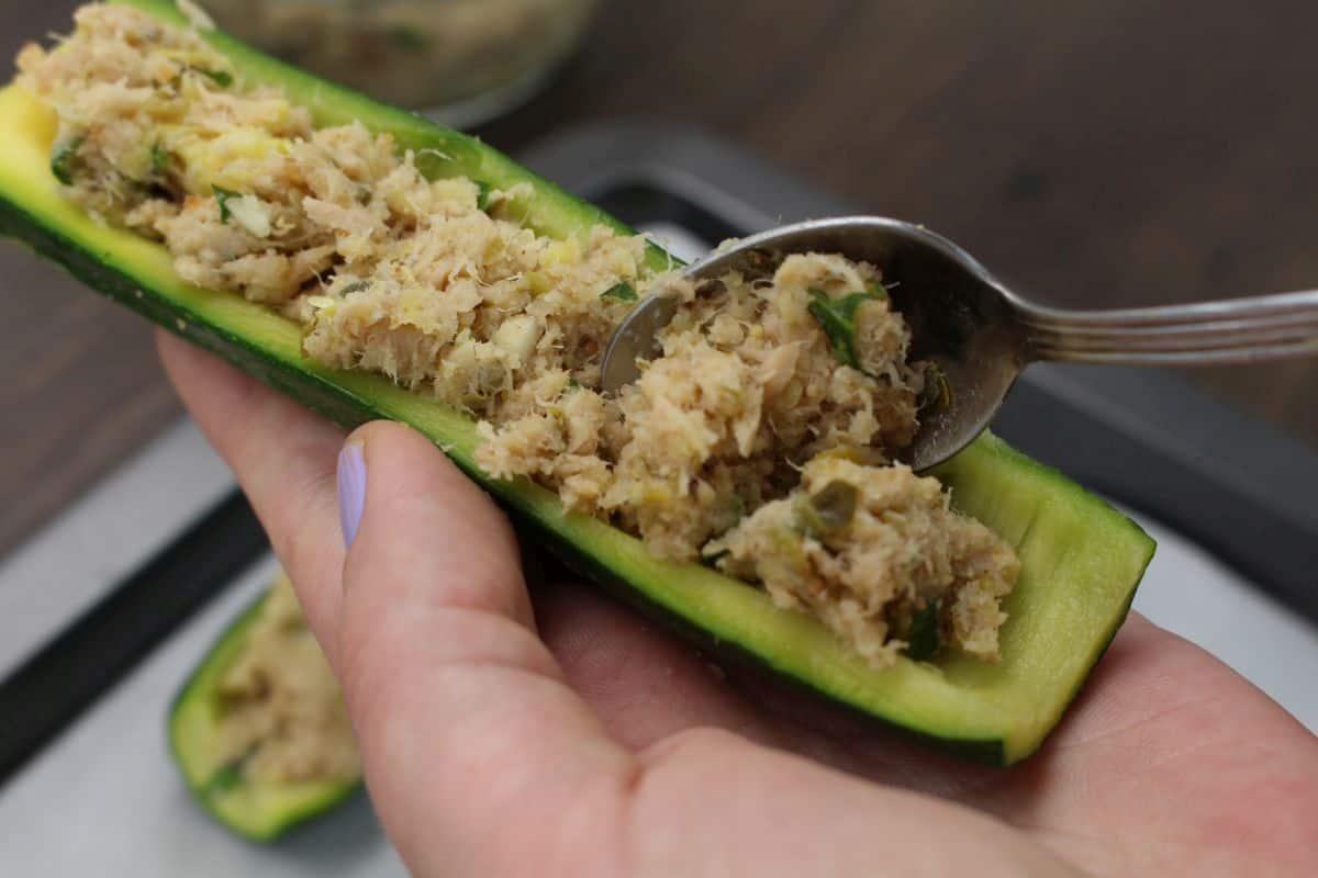 Zucchini stuffed with tuna use a spoon