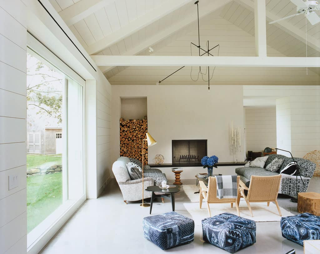 Concentrated bright accents around neutrals