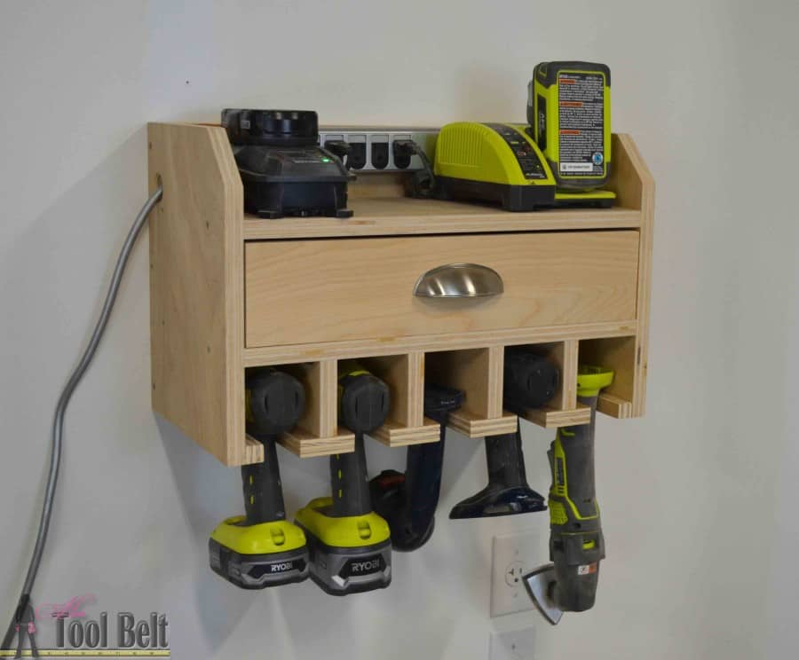 Cordless power tool docking and charging station