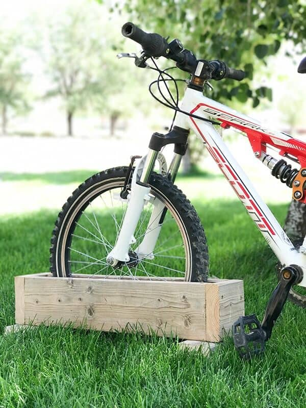 Easy wooden box bike rack