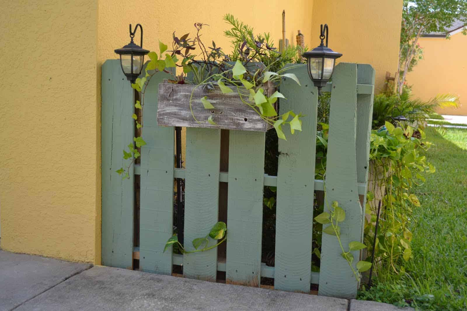 Mini side garden fence